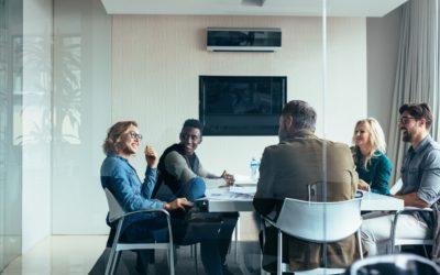 Factores a tener en cuenta a la hora de alquilar una sala de reuniones