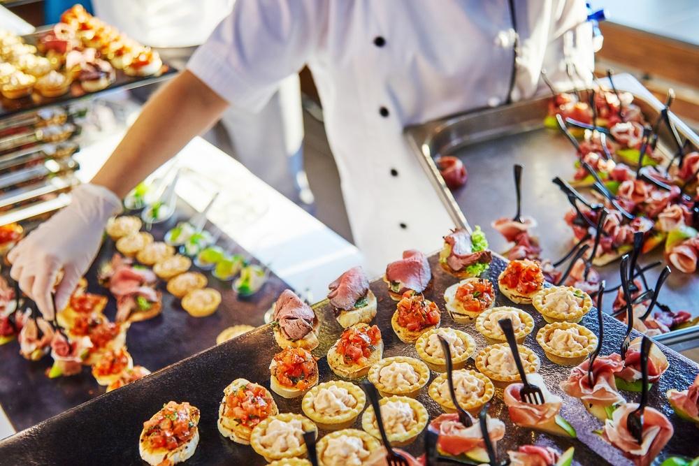 Factores a tener en cuenta al contratar un catering de empresa